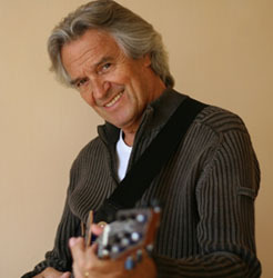 John McLaughlin revine in Romania